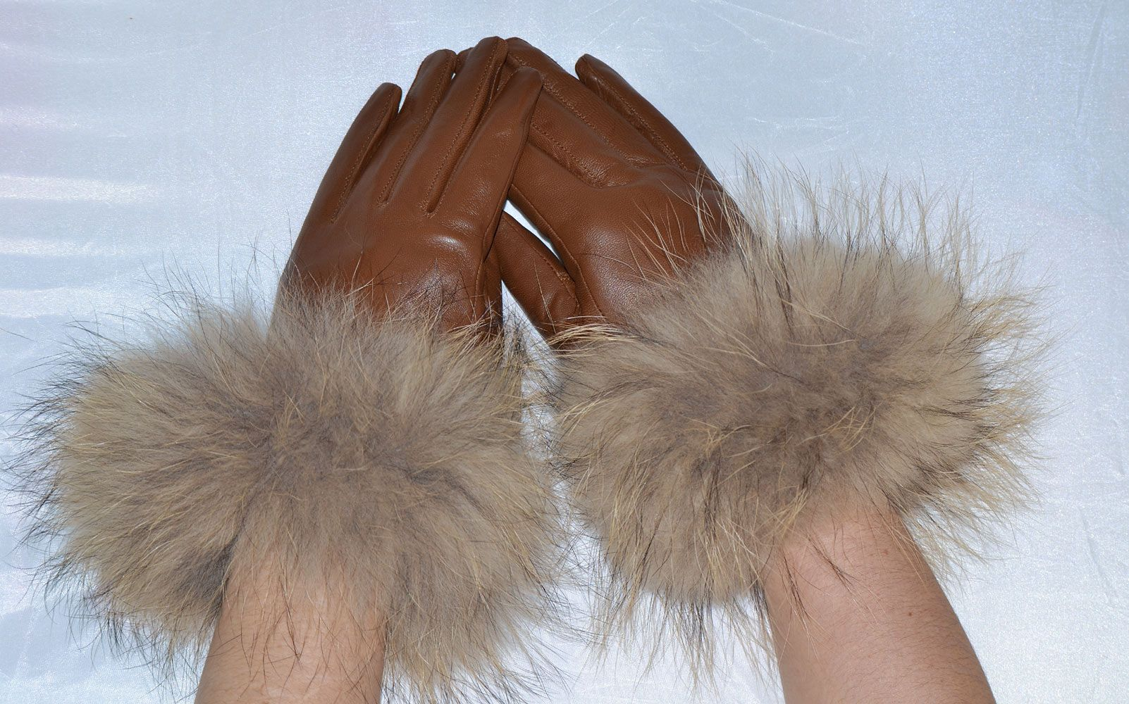 Black or brown leather gloves - Black Or Tan Leather Gloves With Raccoon Fur Trim